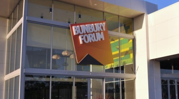 Lorna Jane signs lease at Bunbury Forum