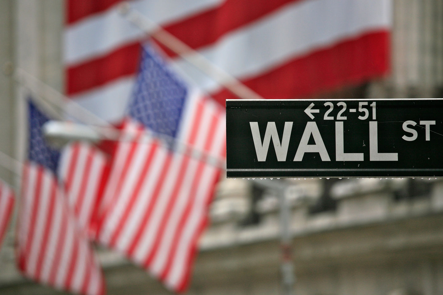 Why Has the Dow Jones Plunged 500 Points in One Day?