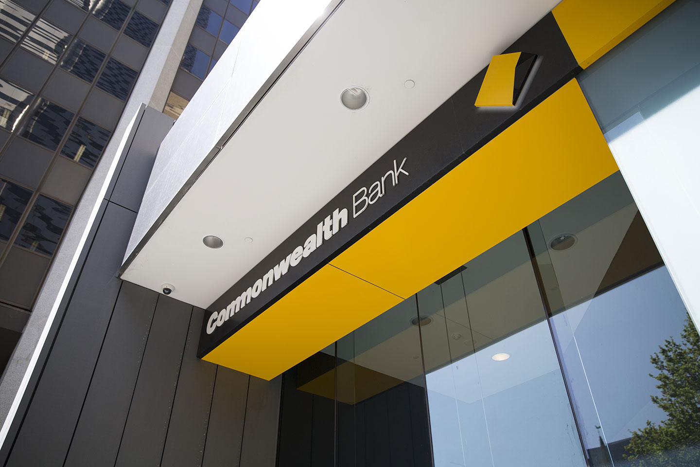 Report Criticises Commonwealth Bank
