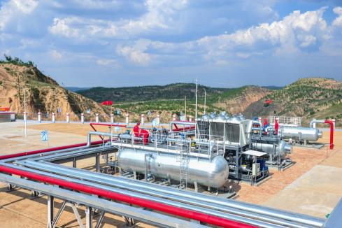 Sino edges closer to gas in China