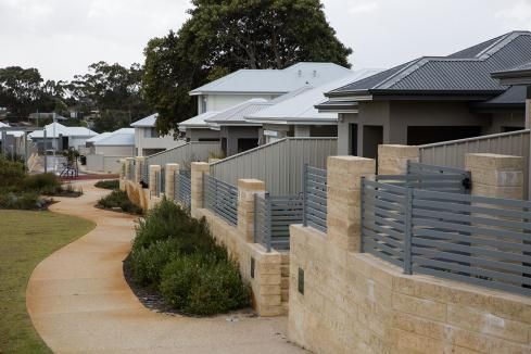 House prices decline in February