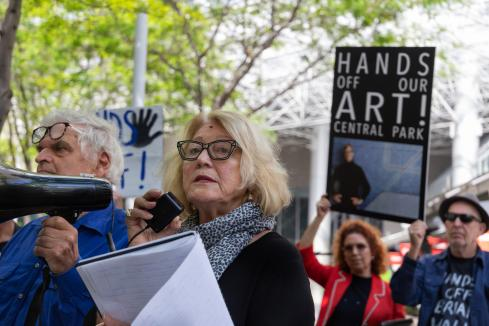 Holmes a Court, Perron at odds over art