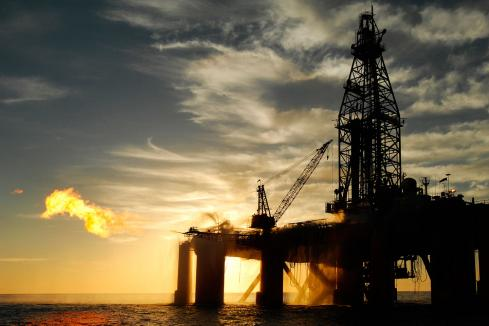 Brent oil slumps on trade tensions