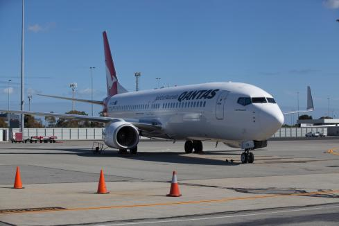 Qantas extends flight suspensions
