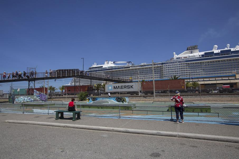$1bn cruise ship docks in Fremantle
