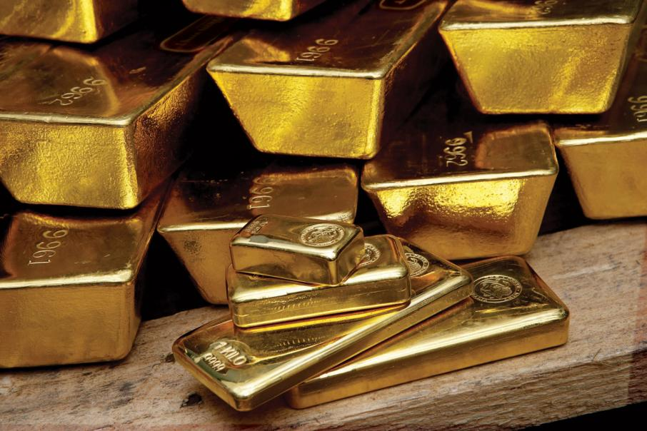 Gold near new weekly gain on growth fears