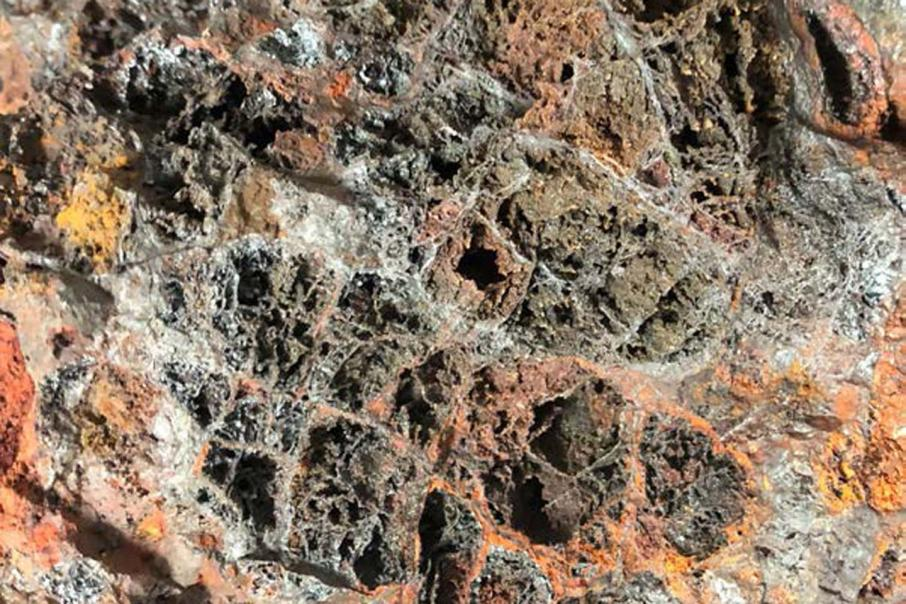 Hammer uncovers intriguing gold-copper trends in Qld