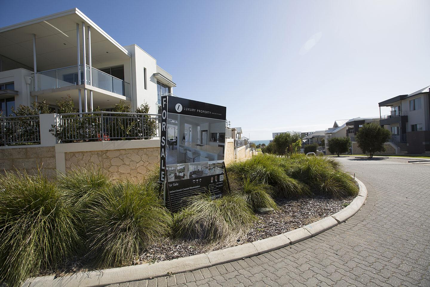 House prices fall in January