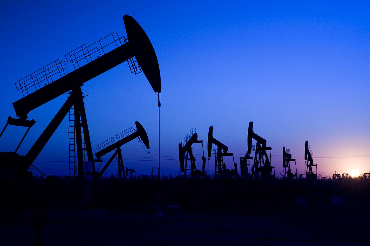 Oil ends lower after US stockpiles jump